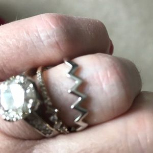 Jewelry - Sterling Silver zig zag ring